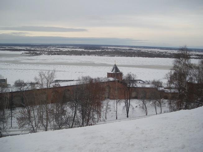 Remparts (Kremilin) de Nijni Novgorod et la Volga en arrière-plan